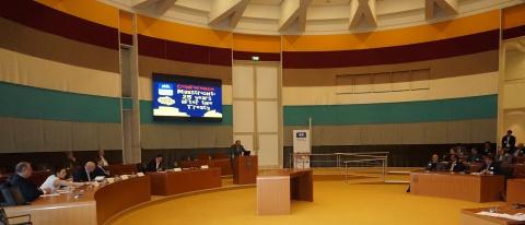 سالن تاریخی قرارداد ماسریخت : دبیرکل حزب اتحاد لیبرالها و دمکراتهای اتحادیه اروپا آقای هانز ون در حال سخنرانی