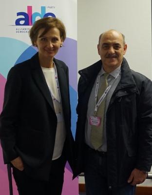 خانم بتینا اشتارک وات تزینگر عضو پارلمان آلمان