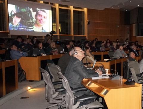 نمایش فیلم خبرنگار ترور شده توسط ارتش آمریکا در کنفرانس